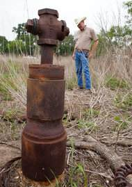 Abandoned oil well in Texas - photo by Callie Richmond for The Texas Tribune